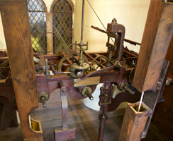 The manual clock mechanism